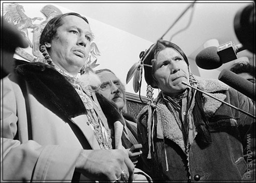 Art Print POSTER Russell Means,Dennis Banks In Courthouse